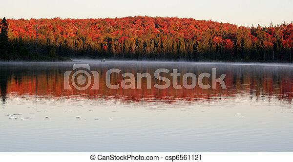 amanecer, otoño - csp6561121