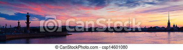 Una vista panorámica del río Neva al amanecer - csp14601080