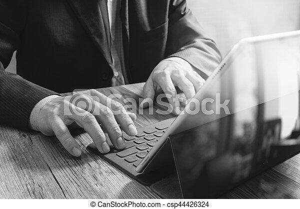 Amarrage fonctionnement tablette bois clavier reussite main