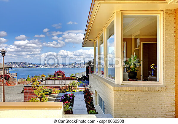 Amazing view of Seattle from modern house exterior. - csp10062308