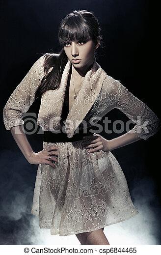 Amazing young woman posing - csp6844465
