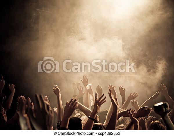 El ambiente del concierto - csp4392552