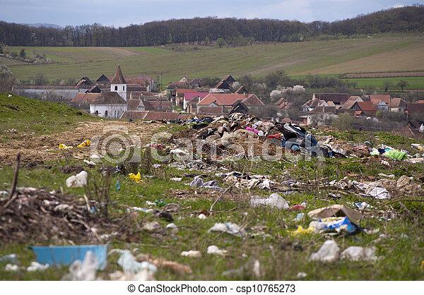 Contaminación de Medio Ambiente, vertido cerca del pueblo - csp10765273