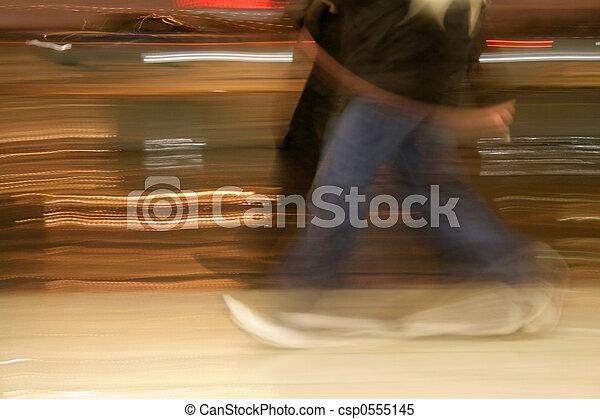 Gente caminando - csp0555145