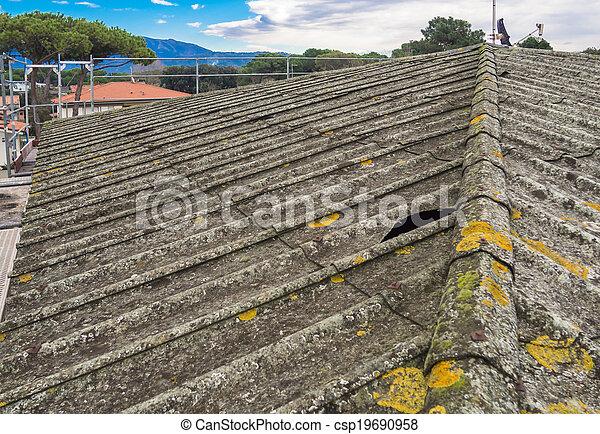 Amiante, toiture, ciment. Réparation, amiante, mauvais, ciment, très, état, toit, feuilles ...