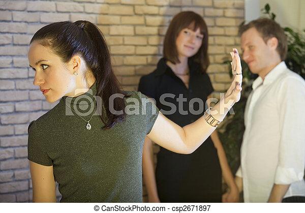 Escena de conflictos entre amigos - csp2671897