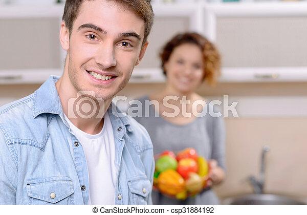Una pareja encantadora cocinando juntos - csp31884192
