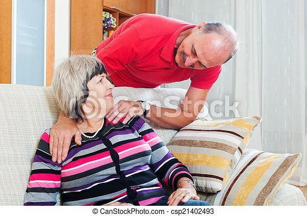 Amando a la pareja madura juntos - csp21402493