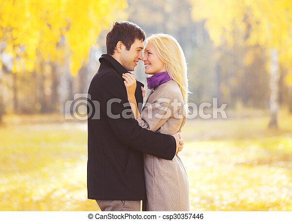 amour, couple, jeune, automne, dehors, portrait, heureux, aimer - csp30357446