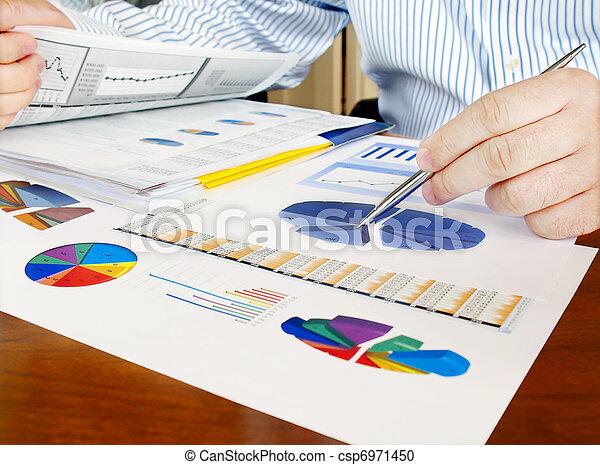 analyser, investissement, charts. - csp6971450