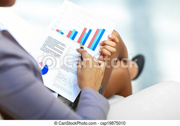 Graphen und Diagramme analysiert - csp19875010