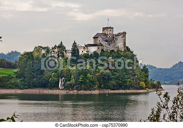 Ancient castle Dunajec in Nedzice, Poland - csp75370990