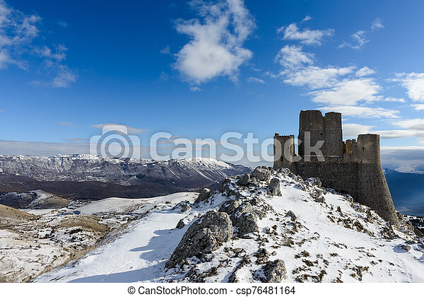 Ancient fortress in the Abruzzesi mountains - csp76481164