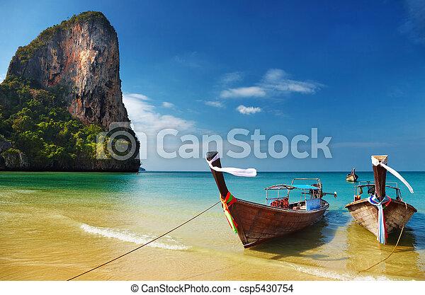 Playa tropical, mar de hombres, Tailandia - csp5430754