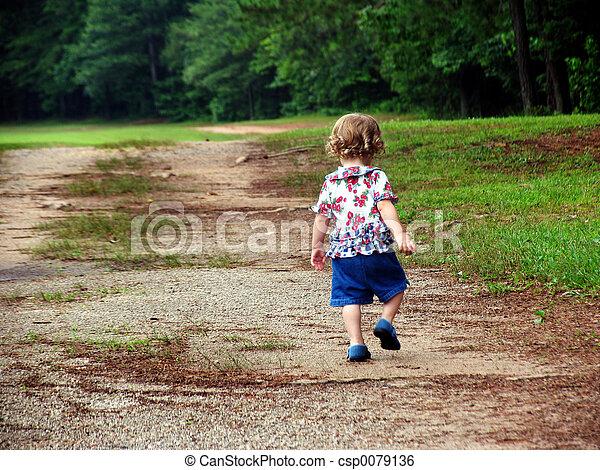 andar, criança - csp0079136