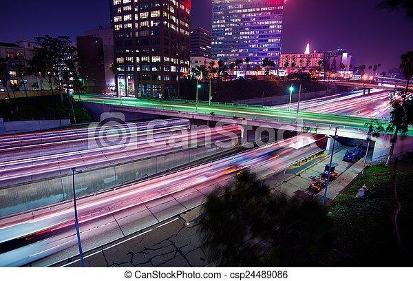 El tráfico nocturno de Los Ángeles - csp24489086