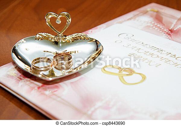 anneaux certificat mariage mariage certificat bureau photographie de stock rechercher. Black Bedroom Furniture Sets. Home Design Ideas