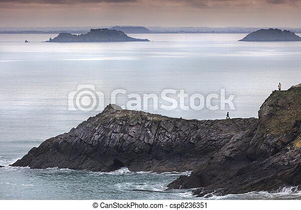 Dusk en el océano - csp6236351