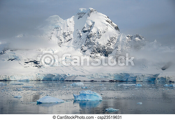 antarctic peninsula mountains - csp23519631