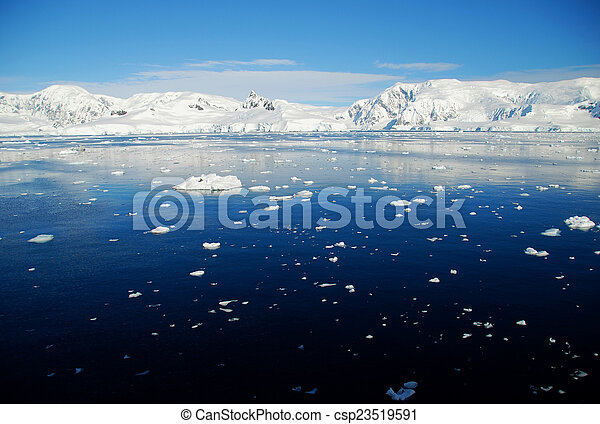 Antarctic seascape with ice floes - csp23519591