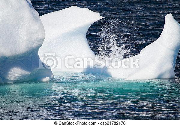 Antarctica - Floating Ice   - csp21782176