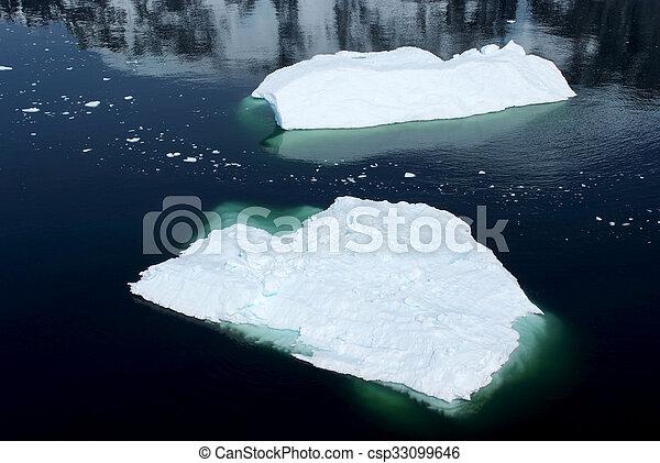 Antarctica - Floating Ice - csp33099646