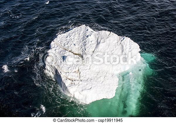 Antarctica - Piece Of Floating Ice - csp19911945