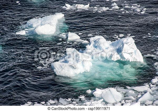 Antarctica - Pieces Of Floating Ice - csp19911971
