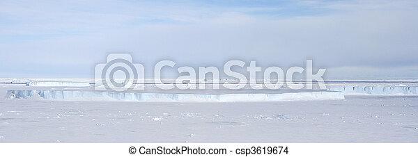 Seeeis auf der Antarktis - csp3619674