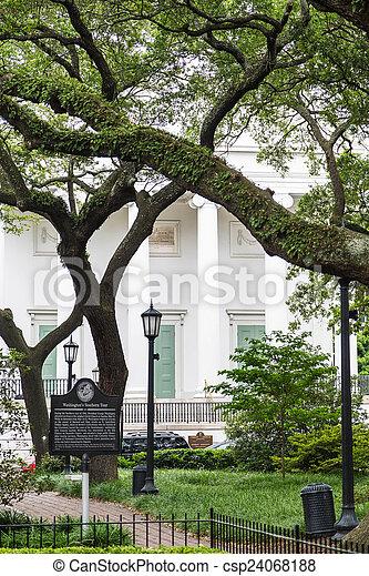 Antebellum Home Behind Revolutionary Park - csp24068188