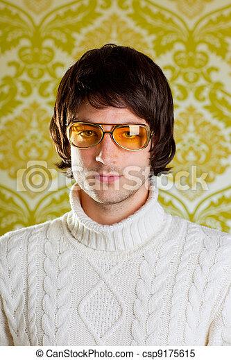 Anteojos antiguos y jersey de cuello alto - csp9175615
