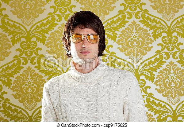 Anteojos antiguos y jersey de cuello alto - csp9175625