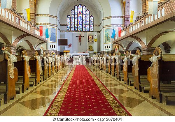 Altar en la iglesia antes de la boda - csp13670404
