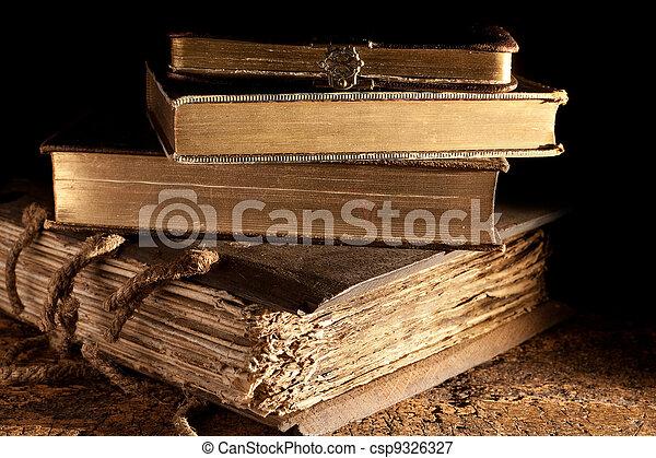 anticaglia, libri, accatastato - csp9326327