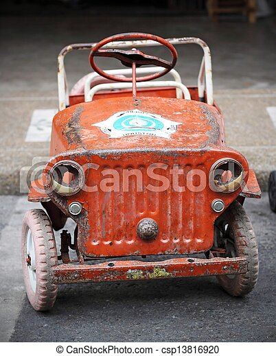 antieke , pedaal auto - csp13816920