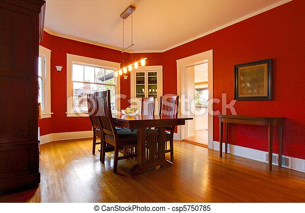 Clásico comedor rojo con muebles antiguos - csp5750785