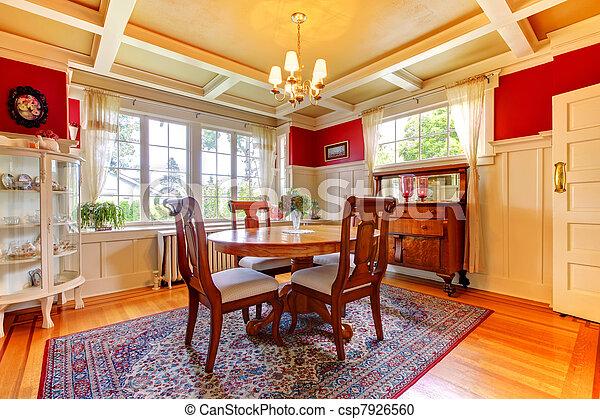 Elegante comedor rojo y dorado con muebles antiguos. - csp7926560