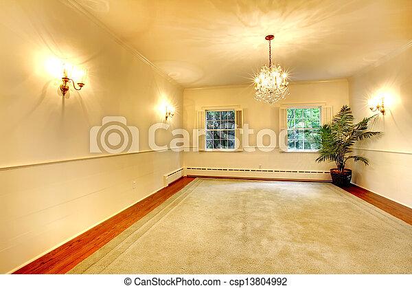Un antiguo y antiguo comedor lleno de paredes blancas. - csp13804992