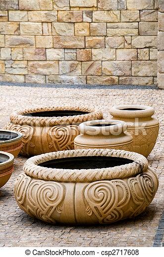 antiguas vasijas antiguas - csp2717608