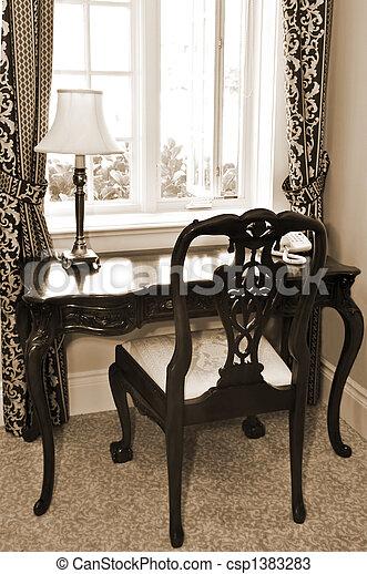 Escritorio antiguo y silla - csp1383283