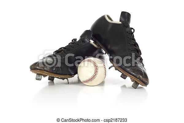 Zapatos de béisbol antiguos - csp2187233