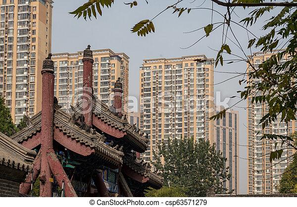Antiguo templo confucio en Dongmen li tianjin - csp63571279