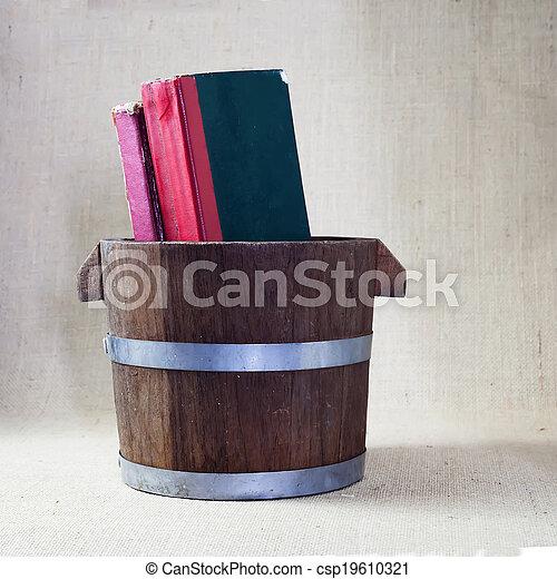 antique books. - csp19610321