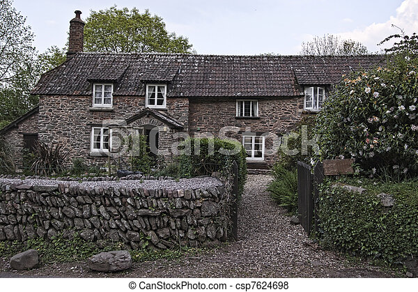 Antique house in English countrysid - csp7624698