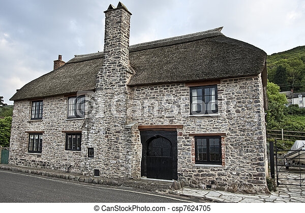 Antique house in English countrysid - csp7624705