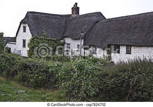 Antique house in English countrysid - csp7624702