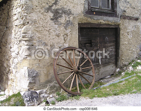 Antique rusty wagon wheel - csp0081646