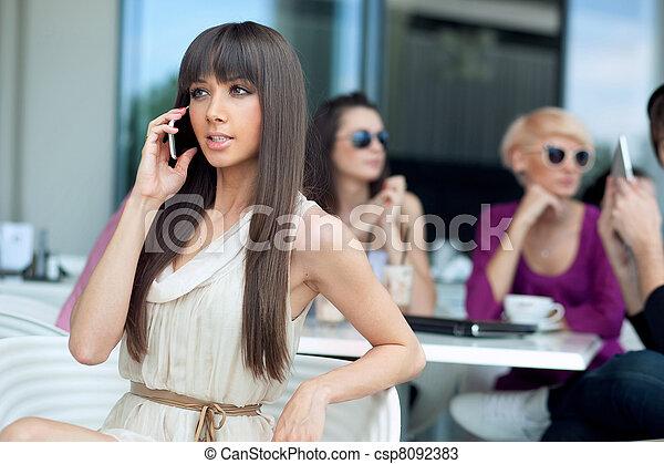 användande, bedöva, brunett, skönhet, mobiltelefon - csp8092383