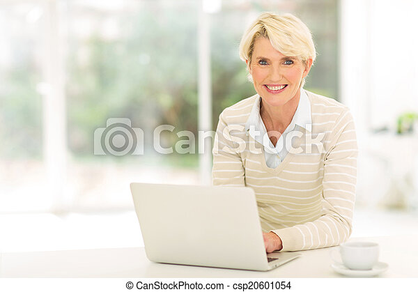 användande, senior woman, dator - csp20601054