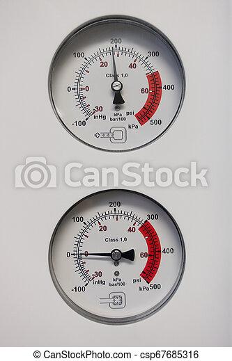 anzeigen, zwei, barometer, druck - csp67685316